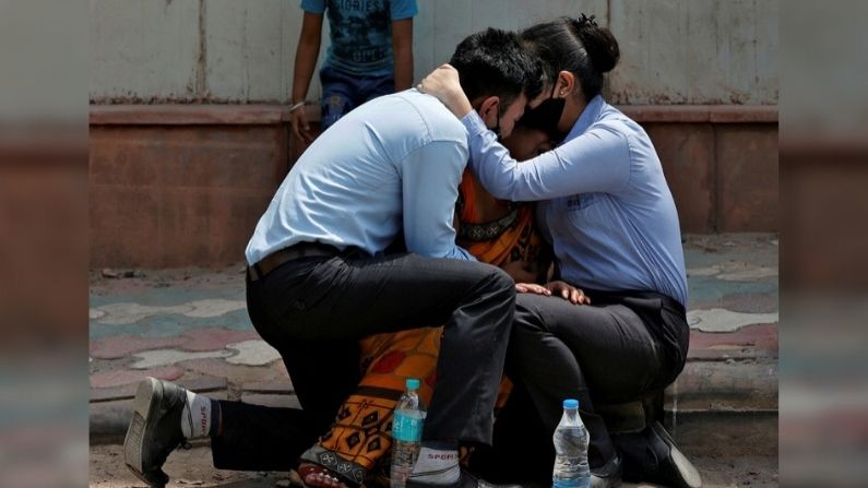 Sons consoling Mother in Covid-19 - Danish Siddiqui